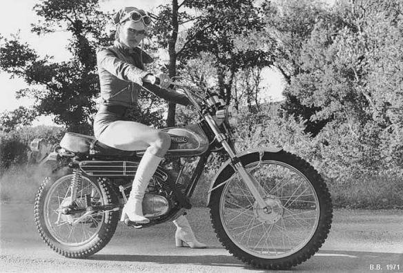 Resultado de imagen de chicas en moto verano